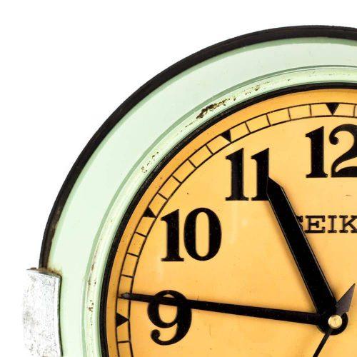 Como reparar un reloj de pared antiguo que tenga en casa